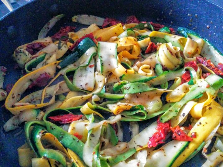 How to make zucchini / courgettespaghetti